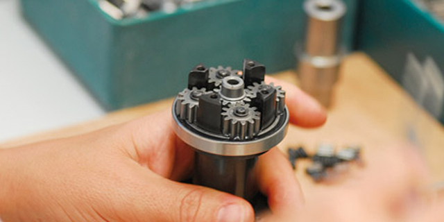 Manual or automatic assembly?
